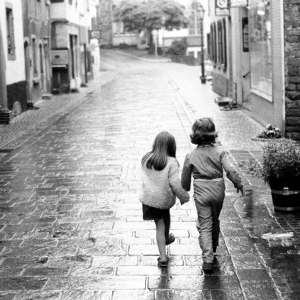 boomer-boy-girl-holding-hands-3