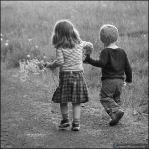 couple-holding-hand-kid