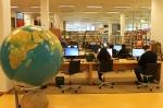 книгами цієї бібліотеки може користуватися будь-хто. просто заходь і читай