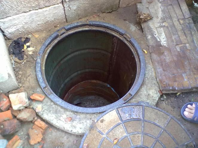 kanalizatsionnyi-kolodets-iz-bochki-2310