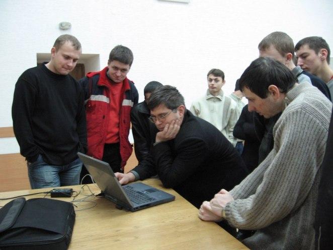 Доцент Богдан Павлишенко та студенти факультету