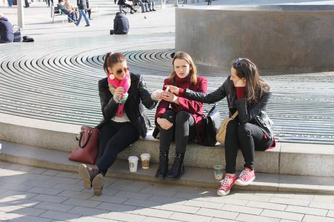 Студентки в Брно (Чехія) після занять