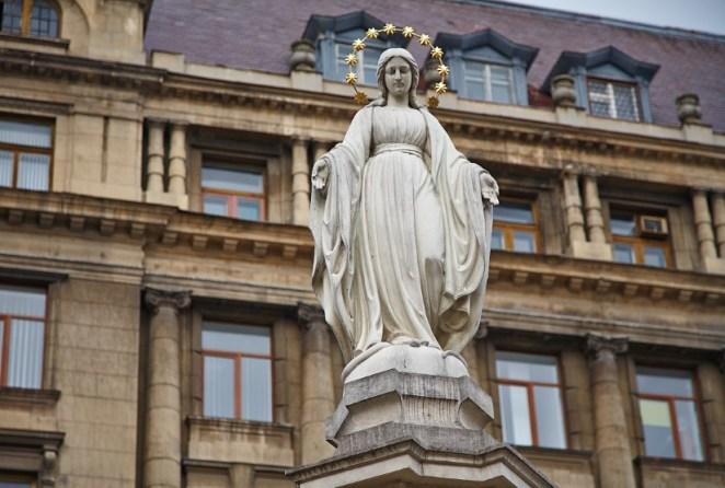 Статуетка Марії у Львові