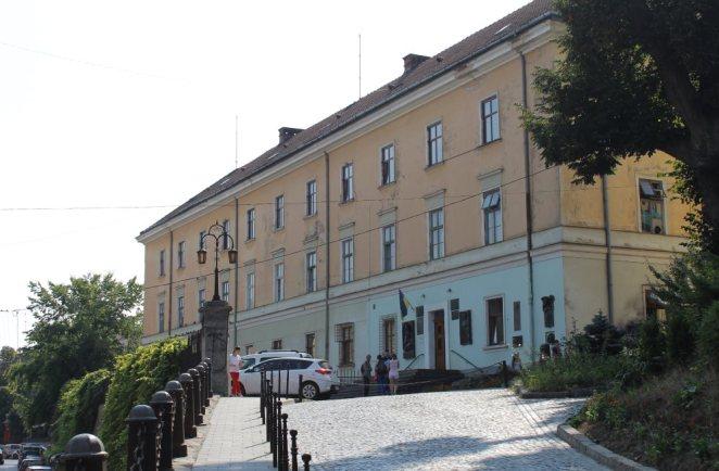 В цьому приміщенні розташувався університет в часи Івана Яковича