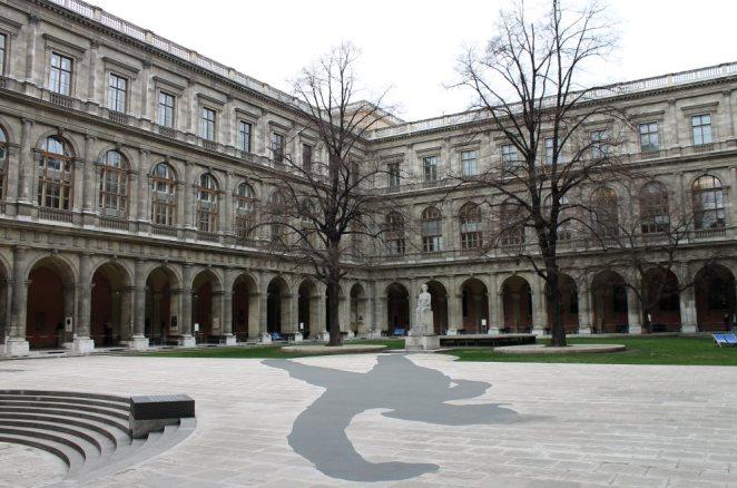 Внутрішній дврик Віденського університету, в якому Франко отримав ступінь доктора філософії у галузі літератури