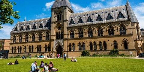 Оксфорд заснували люди, які вірили в Бога