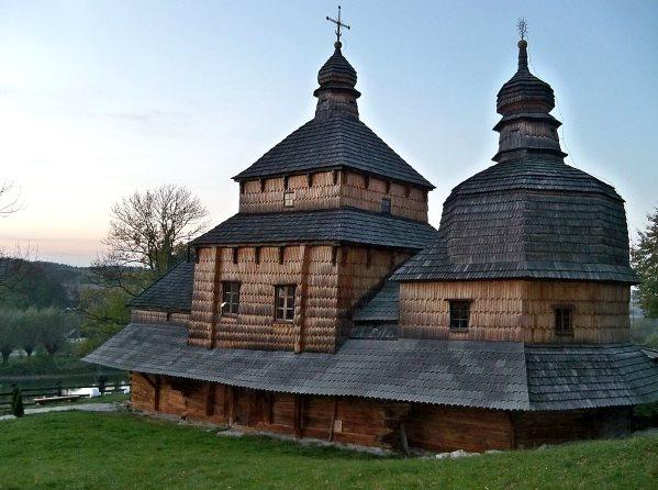 Дерев'яний храм в с. Потелич